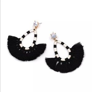 New black and white fan fringe drop earrings post